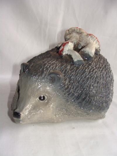 Статуэтка фигурка для сада «Ежик с грибами»